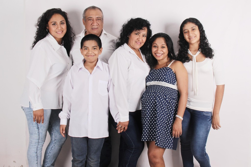 family-photo-827763_1280