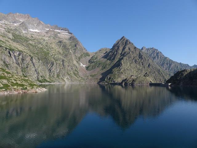 lake-176854_640